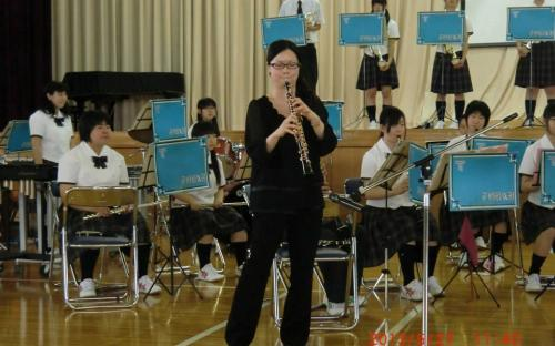 วงดุริยางค์โรงเรียนมัธยมโตไกบรรเลงเพลงต้อนรับคณะเยาวชนจากกรุงเทพมหานคร