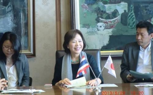 รองผู้ว่าราชการจังหวัดฟูกูโอกะ Mrs. Etsuko Ebii สนทนาและตอบคำถามเยาวชนจากกรุงเทพมหานคร