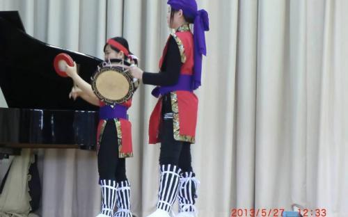 การแสดงชุดเอซ่า เป็นการแสดงกลองพื้นเมืองของชาวโอกินาวา โดยนักเรียนโรงเรียนมัธยมโตไก