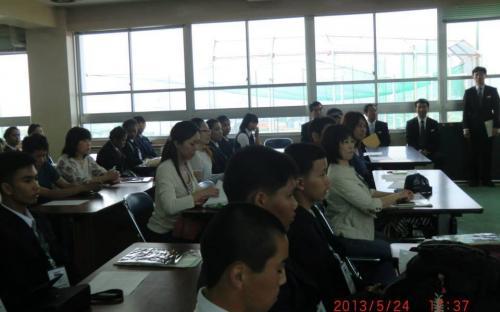 ผู้ปกครองอุปถัมป์ (Host Family) มารับนักเรียนเยาวชนจากกรุงเทพมหานครไปพักค้าง 2 คืน เพื่อศึกษาชีวิตความเป็นอยู่ของชาวญี่ปุ่นอย่างใกล้ชิด