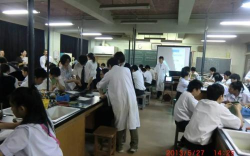 คณะนักเรียนจากกรุงเทพมหานครเข้าร่วมชั้นเรียนวิทยาศาสตร์